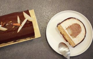 Bûche de Noël poires pochées, mousse chocolat et biscuit spéculos