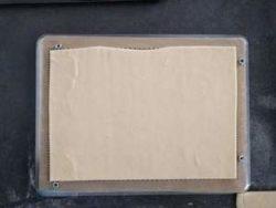 Déposer la pâte feuilletée sur une plaque, la piquer et la cuire entre 2 plaques