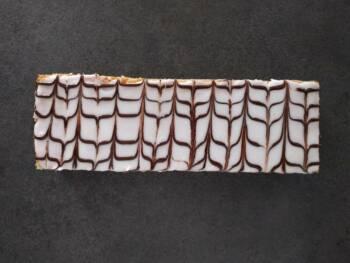Abricoter puis couler le fondant tiède et procéder à la décoration