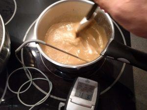 Faire cuire la crème anglaise café jusqu'à 84-85°C