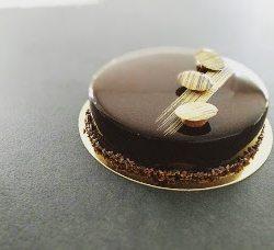 Entremet chocolat café doux et glaçage miroir