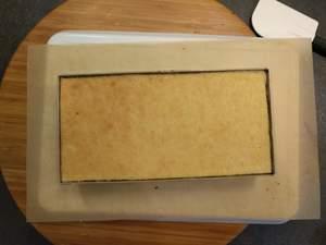 Déposer un 3eme biscuit, le puncher, pocher la crème à l'orange et un dernier biscuit punché