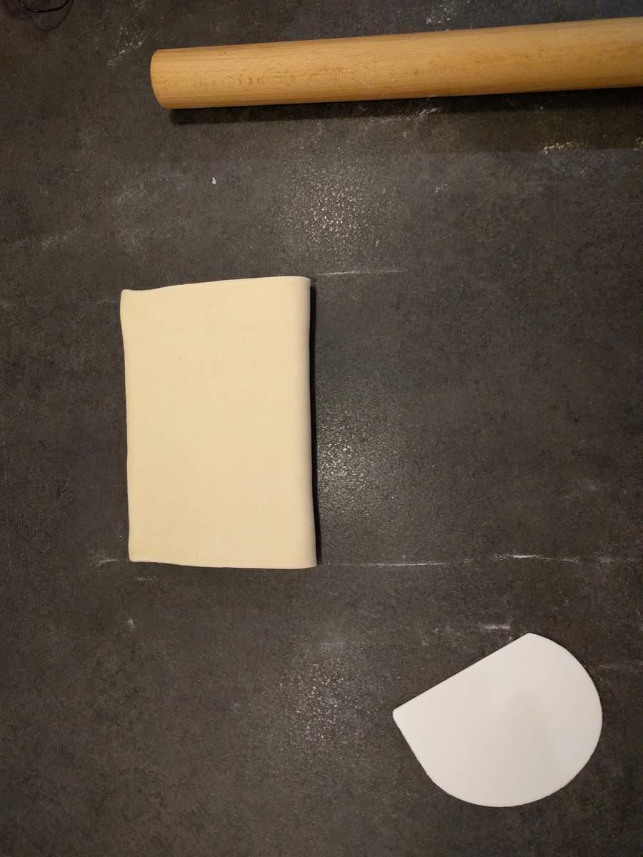 Plier à nouveau la pâte levée feuilletée sur elle-même