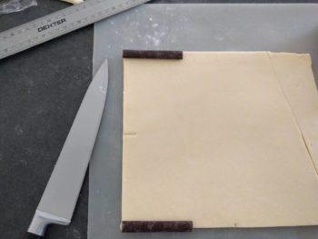 Découper la pâte environ de 9x12cm