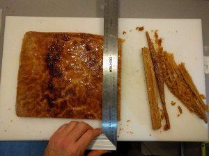 une fois la pâte feuilletée, la découper au dimension du futur 2000 feuilles