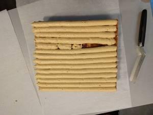 Pocher une troisième couche de crème mousseline praliné