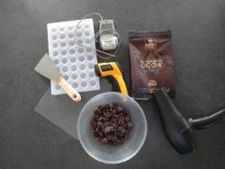 Préparer tout le matériel avant de réaliser les bonbons en chocolat