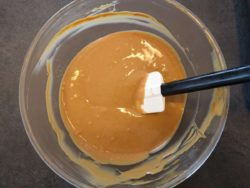 Voilà une belle couleur de crème pâtissière au caramel beurre salé !