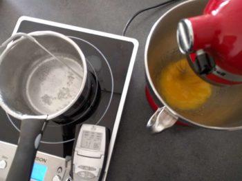 Porter le sirop (eau + sucre) à 118°C