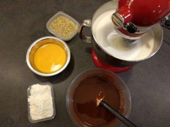 Préparer tous les ingrédients pour ce biscuit moelleux au chocolat