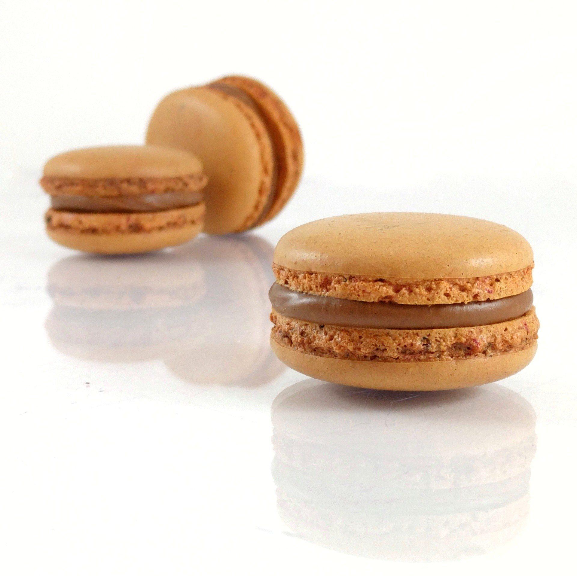 Macarons chocolat au lait fruit de la passion