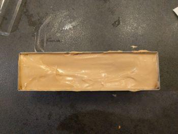 Recouvrir de mousse jusqu'à 5 - 7 mm du bord