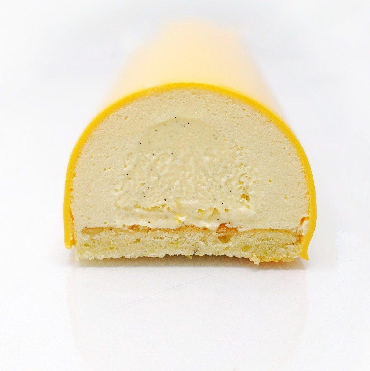 Bûche fruits exotiques avec son insert crémeux à la vanille