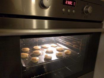 Cuire à chaleur statique en commençant fort puis baisser à 170 - 180°C durant ~ 30 min