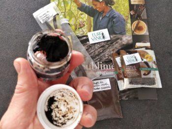 Pour cette recette, j'ai utilisé la perle de Vanille d'EuroVanille. Elle est composée de grains naturels de vanille Bourbon mélangés à un concentré de vanille naturelle pour en faire une pâte dense, facile à doser et très aromatique.