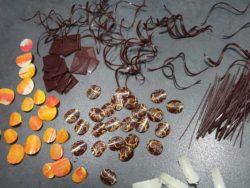 Production de décoration en chocolat avec du chocolat tempéré