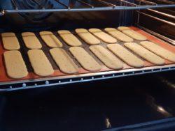 Foncer vos moules à tartes ou bien découper la pâte à tarte selon vos souhaits. Laisser reposer au frais avant cuisson à température moyenne