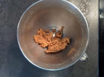 Préparer une pâte sucrée à aromatiser selon vos goûts