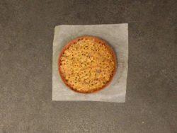 Cuire votre fond de tarte avec la crème d'amande & pistaches concassées