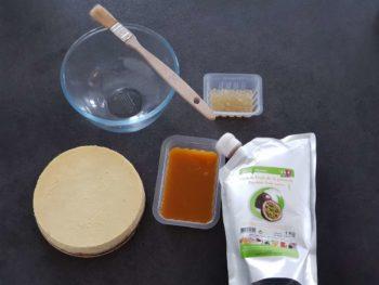 Préparer tous les ingrédients pour le glaçage du cheesecake