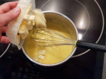 Laisser refroidir puis verser le beurre froid en morceau