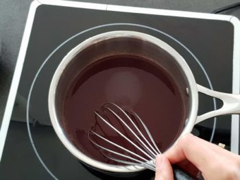 Pour cet insert framboise, faire tiédir le sucre inverti, la purée de framboise et éventuellement les zestes