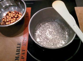 Faire un sirop à 121°C avec l'eau et le sucre