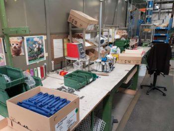 Zone d'emballage et de départ des ustensiles inox haut de gamme de chez Cristel