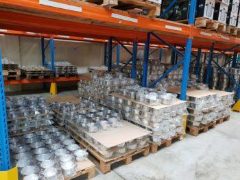 Les casseroles et poêles 18/10 terminées sont stockés ici avant le départ