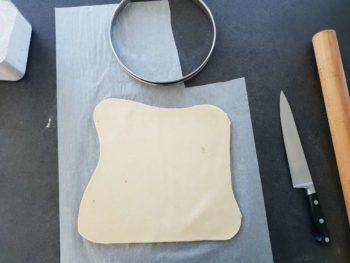 Étaler la pâte feuilletée à 3 mm environ