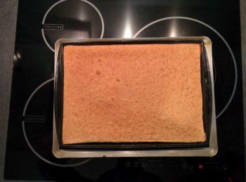 Tourner à mi-cuisson pour avoir un biscuit madeleine coloré uniformément