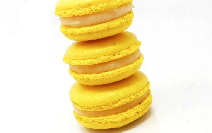 Macaron au citron prêt à être mangé