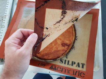 Retourner la tarte d'un coup rapide et remttre à cuire