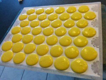 Pochage des macarons citron terminé !