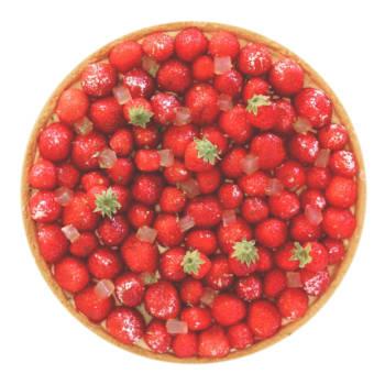 Ma version de la tarte aux fraises: une pâte sucrée, une crème d'amande, une crème pâtissière et des fraises fraîches!