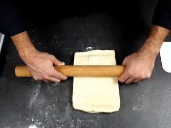 Écraser votre pâton délicatement à plusieurs reprises