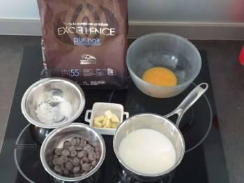 Préparer tous les ingrédients pour réaliser cette crème pâtissière au chocolat