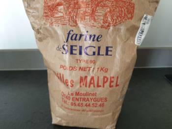 Toutefois, cette farine T90 seigle, produite dans ma région, nourrit très bien mon levain.
