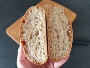Finir la cuisson assez longtemps pour sécher le cœur du pain. Puis laisser refroidir sur grille.