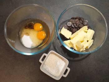Pour ce gâteau au chocolat, préparer tous les ingrédients