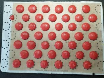 Pocher des macarons de 38 mm environ