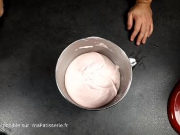 Votre mousse à la fraise est prête à être utilisée.