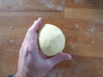 Sortie la pâte du frais, bouler bien votre pâte
