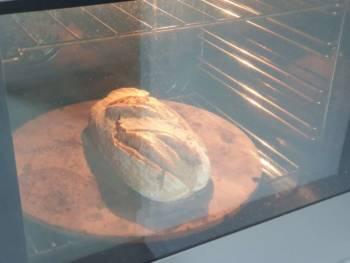 A mi cuisson, basculer en chaleur tournante pour finir de cuire le pain de campagne en le séchant.
