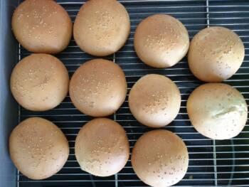 Laisser refroidir vos pains burger sur grille.
