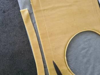 Découper des bandes un peu plus large que la hauteur de votre cercle.