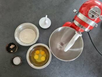 Préparer tous les ingrédients pour cette recette de baba au rhum