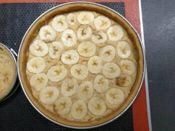 optionnel : disposer des fonds de bananes dans la crème d'amande... Cuire le tout selon les indications.