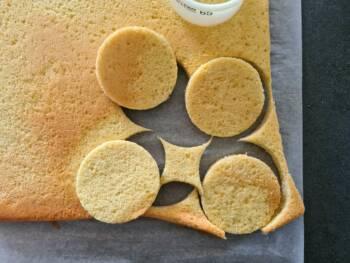 Découper vos biscuits cuillères à une taille adaptée