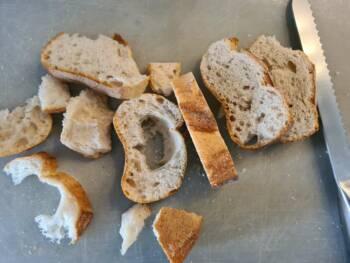 En parallèle, découper vos tranches de pain assez épaisse